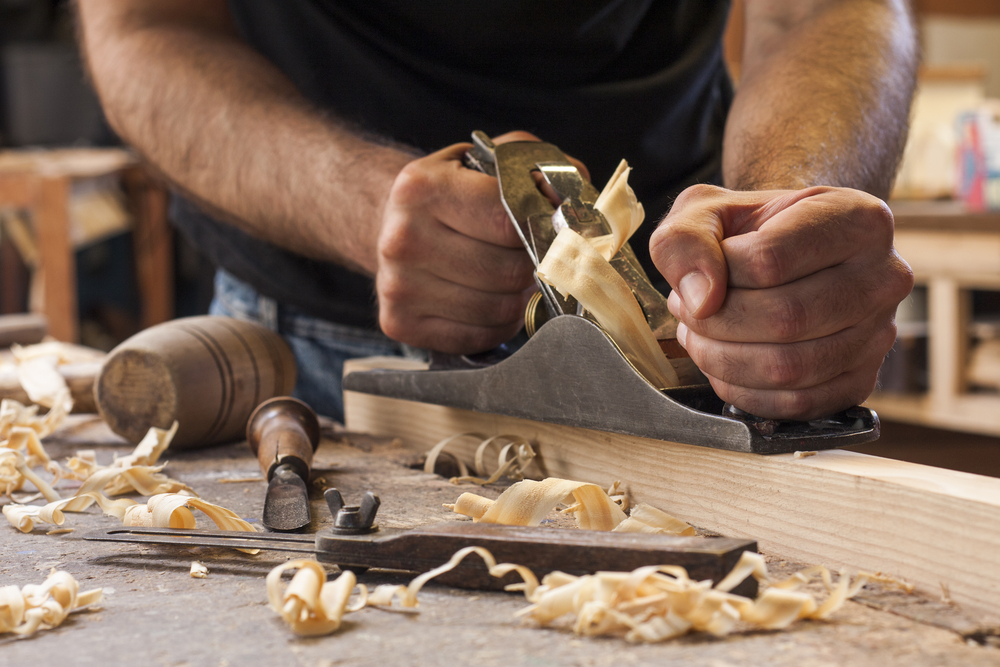 A Beginner's Guide to Using a Hand Planer