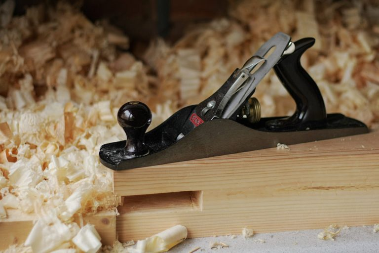 Sharpening Wood using Hand Planes with wood shavings
