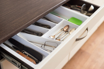 Spoons, forks and knives in cutlery box drawer - how to make drawers